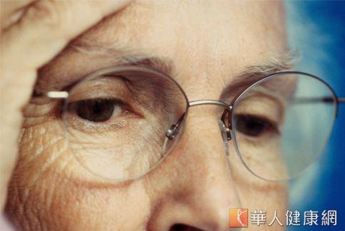 口語俗稱的「流眼油」指得就是許多中老年人常見的「溢淚」問題。