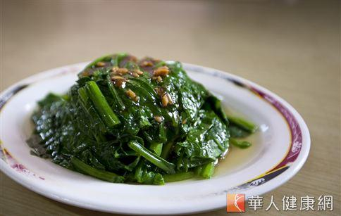 菠菜是補充天然葉黃素的最佳來源,不論川燙、或煮湯食用對人體視力保健都有很好的效果。