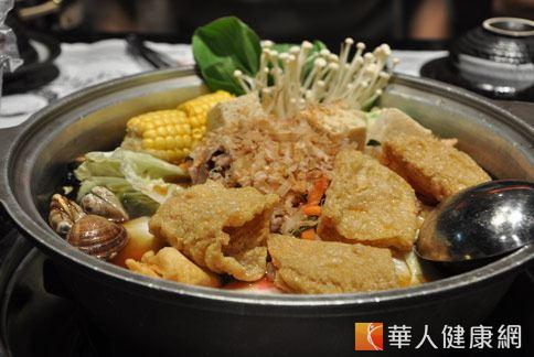 火鍋吃到飽一餐下來,相當約14碗白飯熱量,可胖半公斤。(圖片/本站資料照片)