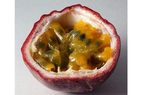 百香果含有大量生物類黃酮,可以幫助緩解鼻過敏症狀。(圖片/取材自維基百科)