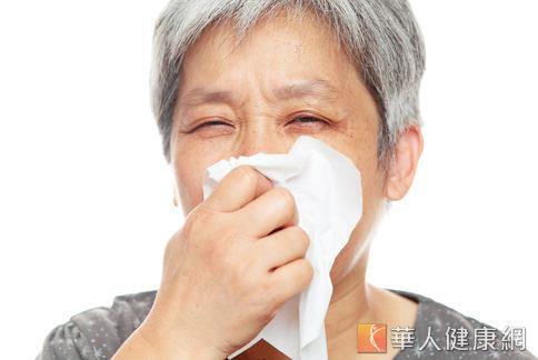 氣喘不一定會有喘鳴聲,醫師提醒民眾若持續咳嗽超過1個月,需小心可能不是普通感冒,而是氣喘。