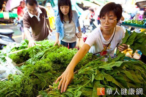 營養師建議消費者,購買蔬果應時常變換購買攤位,降低農藥殘留風險。(圖片/本站資料照片)