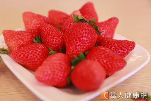 草莓、藍莓等莓果類食物含有豐富花青素等抗氧化物質。(攝影/賴羿舟)