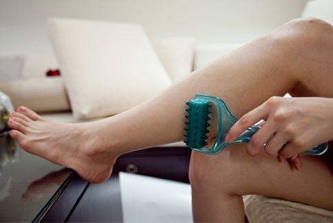 局部雕塑的重點在伸展腿部曲線,柔化小腿肌群線條,幫助腿部水腫情況改善。