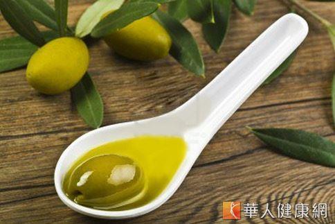 橄欖油的單元不飽和脂肪酸含量高,不適合高溫油炸,較適合中溫煎炒。