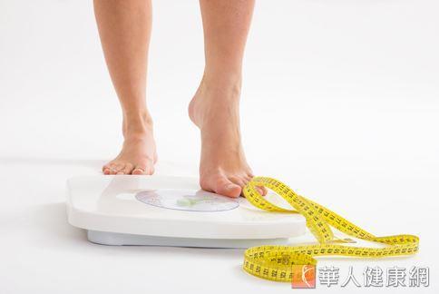 國內減重專家表示,肥胖無法單靠睡覺消脂,仍需調整生活、飲食和運動等因素,才能真正「享瘦」。