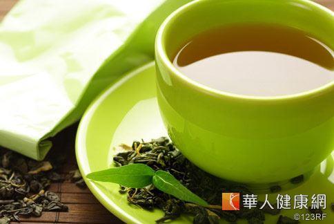 綠茶具有寒濕以及抗菌的特性,對緩解喉嚨痛有加分效果。