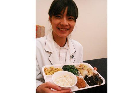台中慈濟醫院營養師施姍伶表示,想減重就得改變生活飲食習慣,循序漸進是最健康的方式,建議從三餐著手。(圖片提供/台中慈濟醫院)
