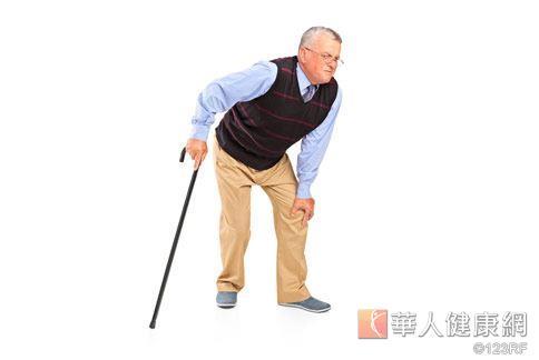 年長者常因腿腳無力,缺乏運動,使失症情況日益嚴重。