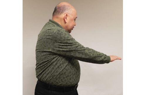 甩掉下背痛第5招/左轉。(圖片提供/胡新實醫師)