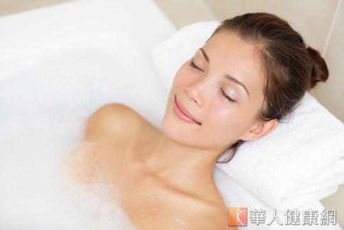 泡澡可以促進全身血液循環、提生代謝力,也能促進健康。