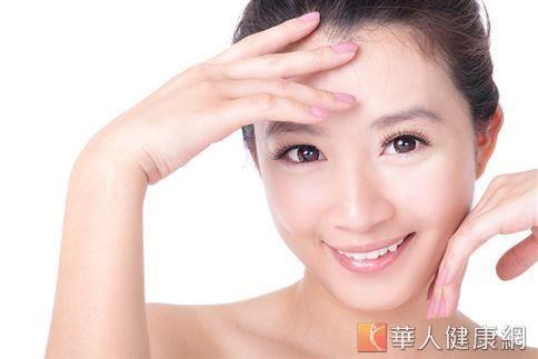 黑頭粉刺不建議任意擠壓,否則長期下來會產生壓力效應,嚴重還會造成皮脂腺萎縮,使毛孔變大。