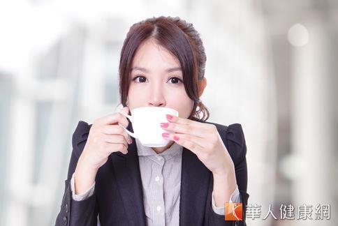 現代上班族工作壓力大,常有慢性疲勞和睡不好的情況,平常來一杯紓壓養生茶,有助於調理生理機能,消除疲勞。