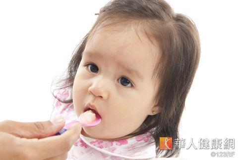 视力从小就要顾好,吃对营养素才能顾眼又助长发育。