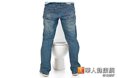 腎臟病初期有明顯症狀,但若解尿有泡泡尿出現時,就要特別小心。