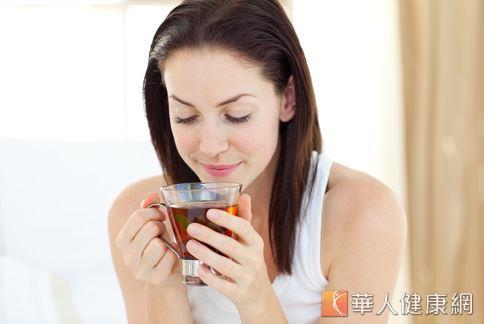 綠茶的兒茶素含量比例,高居各種茶葉之冠,被視為最能幫助燃脂減重的茶葉飲品。