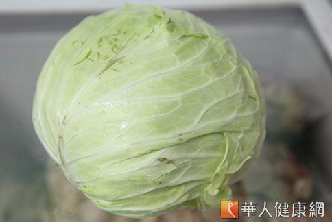 高麗菜的葉片外觀有裂縫的話,可能是快要開花的象徵。 (攝影/江旻駿)