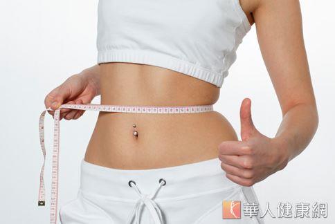 成年女性腰圍超過80公分,不僅會引發腹部肥胖,也會增加心血管疾病、乳癌等疾病的風險。
