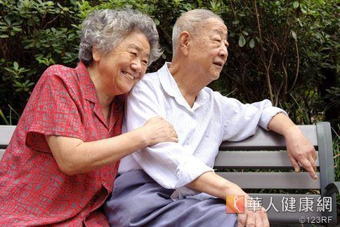 年長者常有骨鬆困擾,透過中醫藥方輔佐,補氣血改善。
