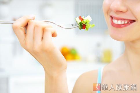 現代人新鮮蔬果攝取不足,即使素食者也不例外,衛福部提醒每人每日應攝取3至4份蔬菜才足夠一日所需。
