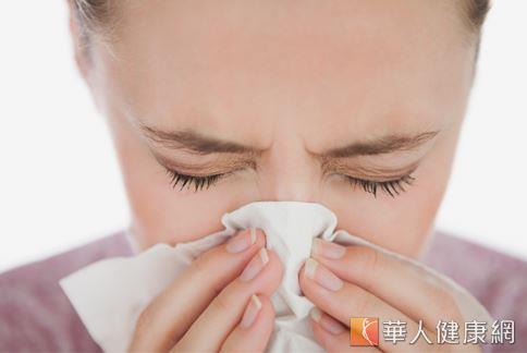 鼻過敏好困擾,老是鼻涕擤不停,嚴重還會引起頭痛、頭暈,甚至影響生活無法專心。