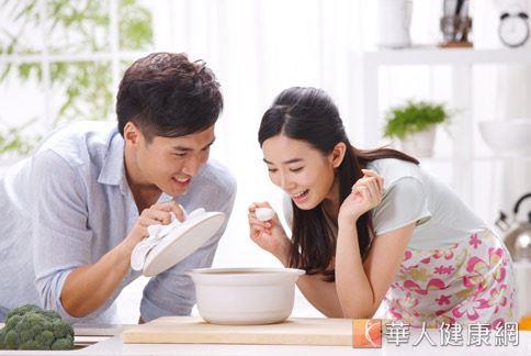冬天轉春天的季節,正巧是身體機能甦醒的時候,喝高纖蔬菜湯當晚餐,不僅有飽足感,還有促進腸胃健康,是減重的良伴。
