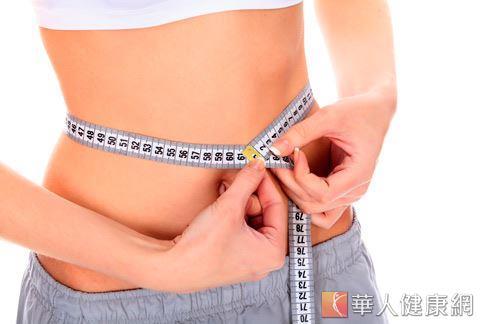即使看起來瘦瘦的女生,只要體脂肪超過30%就是輕度肥胖了。