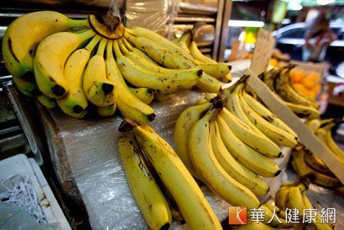 香蕉成分中的色氨酸,可轉化成血清素和褪黑激素,幫助改善睡眠障礙。