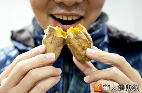吃地瓜好處多,不僅可幫助腸胃蠕動預防便秘,更能增加體內排毒功能。