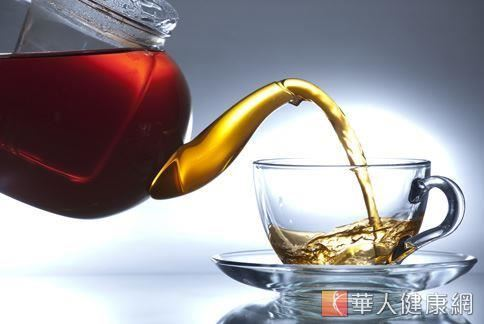 研究指出,每天喝茶4杯茶比喝8杯白開水,更有益於身體健康。