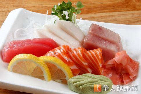 生魚片等性味寒涼的食物會造成子宮氣血循環變差,增加子宮肌瘤增生和變大的機會。