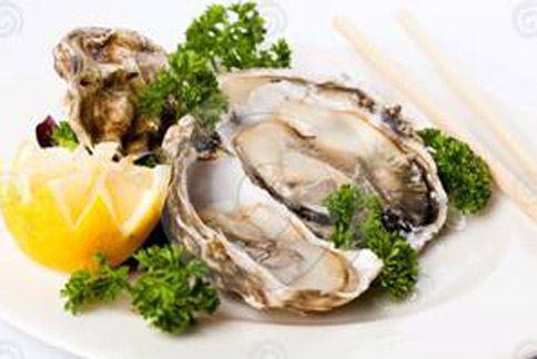 生蠔含超高濃度的「鋅」,對於激增男性賀爾蒙,維持精液品質以及前列腺運作幫助很大。