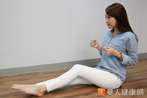 提升骨盆底肌彈性:用坐骨走走路,用臀部往前走。(攝影/江旻駿)