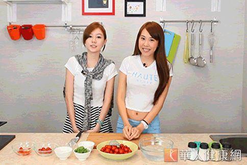 甜心妃妃及甜心恰恰為大家示範這一 道薄荷蜜番茄。(攝影/江旻駿)