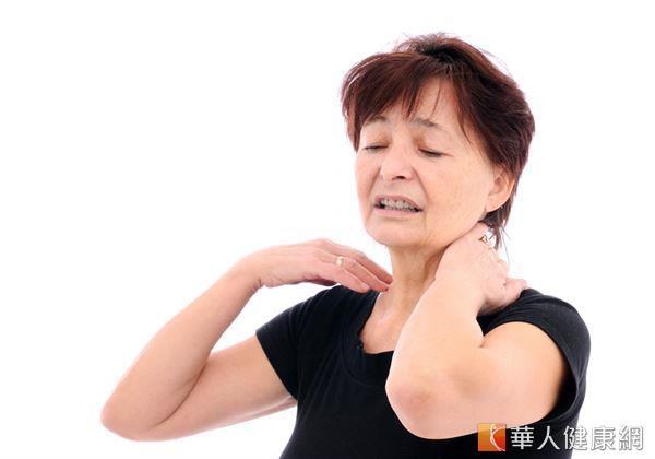 反覆性落枕讓你間頸卡卡好難受?想要擺脫惱人的落枕困擾究竟該怎麼做呢?
