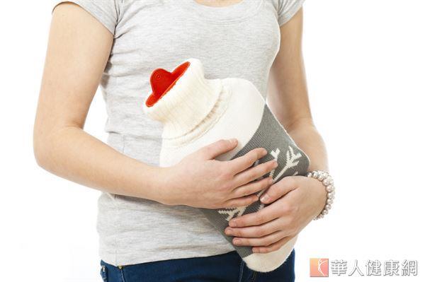 如果熱敷腹部,經痛感會舒緩,通常是「虛寒」所造成的疼痛。