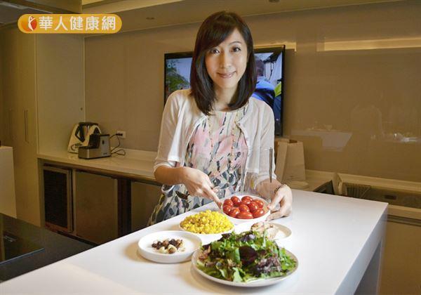 吳映蓉博士提醒家長,希望孩子長得高,不只要補充鈣質,攝取充足的蔬菜補充維生素K也很重要。(攝影/洪毓琪)
