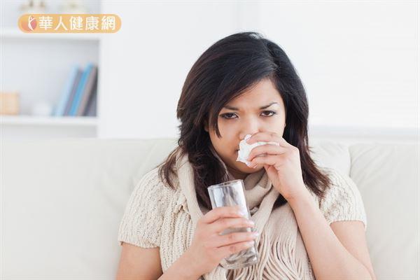 夏季頻繁進出冷氣房,過敏體質的人若無法適應變化大的溫差,容易誘發過敏症狀。