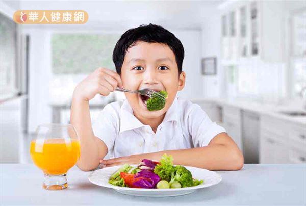 吃足蔬果除了可以幫助消化及腸胃蠕動,還可以幫助孩子腦部發育、記憶力。