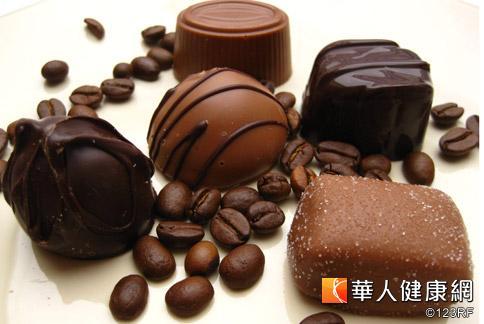 黃伊寧醫師表示,月經來時攝取巧克力要適量。
