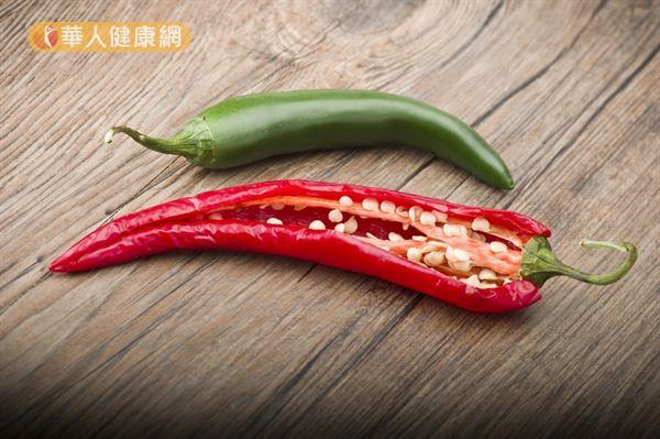 紅辣椒的營養價值「完勝」青辣椒,尤其維生素A含量是青辣椒的18倍,對視力和皮膚保健更有裨益。