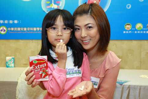 .歡度母親節,益齒照護網貼心照顧媽媽口腔衛生。(圖片提供/留蘭香公司)