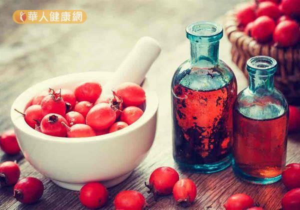 中醫師提醒,山楂是酸性食物,不宜空腹食用,亦不宜過多久食。
