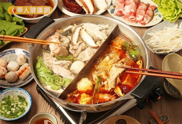 冬天大吃大喝,進補過度,容易引發胃食道逆流。