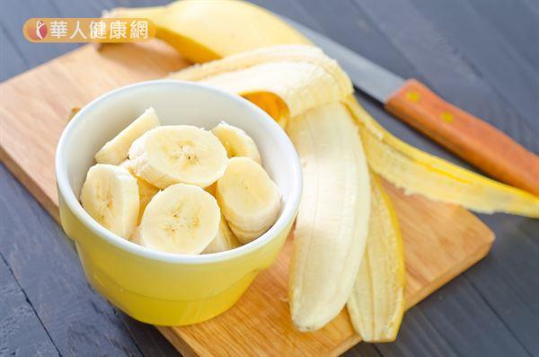 許多人認為香蕉富含水分和膳食纖維,有助腸道蠕動,但事實上,這兩項營養特性很容易就被其他水果所超越。