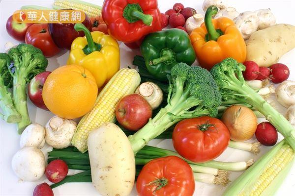 原本纖維吃太少的人,剛開始可以先從新鮮蔬果開始,慢慢增加膳食纖維量。