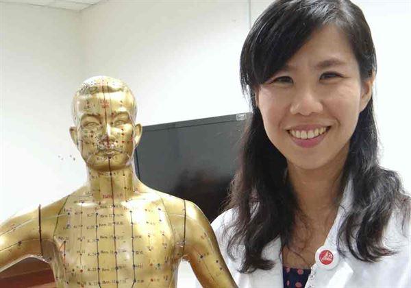 醫師王瑜婷(如圖)指出,一般人只要聽到癌症,都會有種「世界變黑白」的絕望感。(圖片提供/奇美醫學中心)