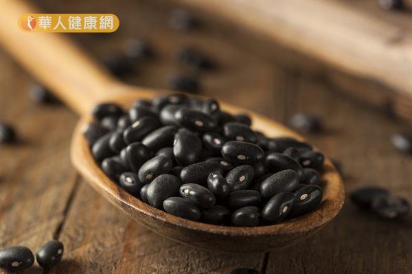 研究發現攝取黑豆萃取物合併高纖、低膽固醇的飲食,對於預防腹部肥胖有正面的效果。
