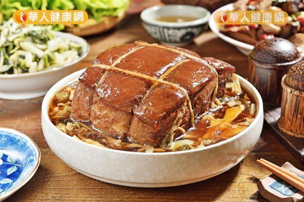 東坡肉油脂含量高,不宜吃過量。