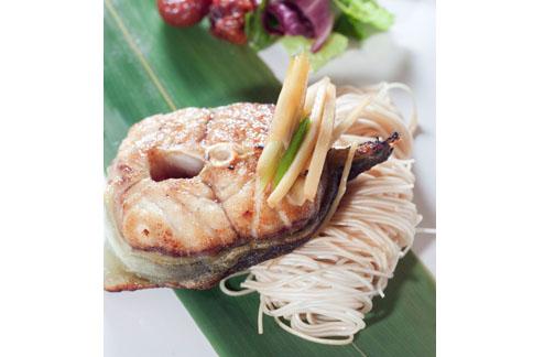 「麻油乾煎鱸鰻」以麻油的甘苦味增加鱸鰻香氣。(圖片提供/長榮鳳凰酒店(礁溪))